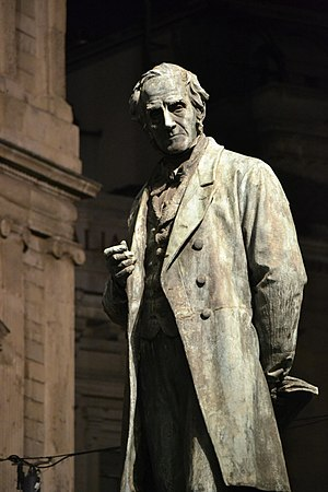 Statua di Alessandro Manzoni - Milano