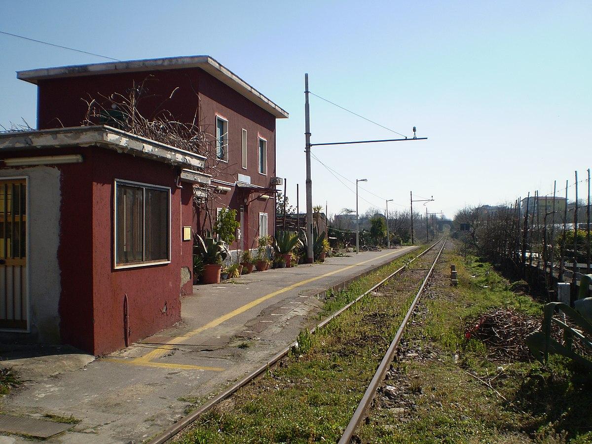 Stazione di reviglione di somma vesuviana wikipedia for Bianco arredamenti somma vesuviana
