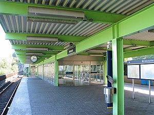 Hallunda metro station - Image: Stockholm subway hallunda 20060913 002
