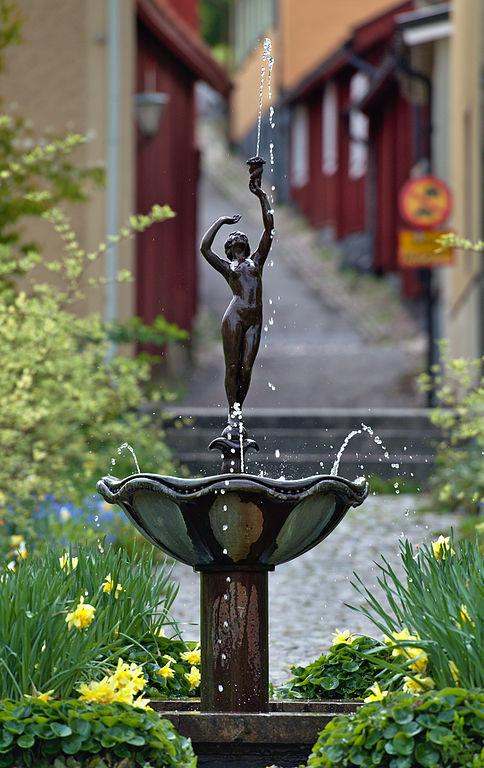 Bild på skulpturen Flicka med snäcka.