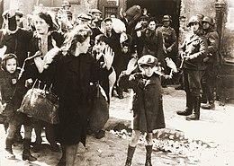 Deportation von Frauen und Kindern nach dem Aufstand im Warschauer Ghetto 1943