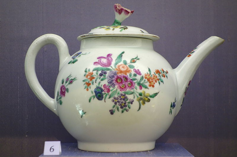 File:Teapot with floral sprays, Worcester, c. 1770, soft-paste porcelain - California Palace of the Legion of Honor - DSC07638.JPG