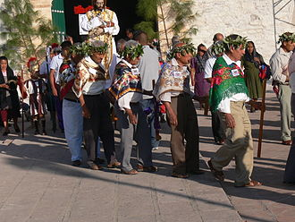 Teotitlán del Valle - Maunday Thursday procession in front of the church