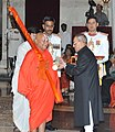 The President, Shri Pranab Mukherjee presenting the Padma Vibhushan Award to Jagadguru Swami Rambhadracharya, at a Civil Investiture Ceremony, at Rashtrapati Bhavan, in New Delhi on March 30, 2015.jpg