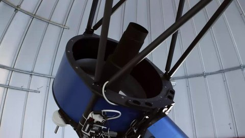 Archivo:The TRAPPIST telescope in its dome at La Silla.webm