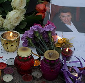 There are flowers and candles near the site of the murder of Boris Nemtsov cropped.jpg