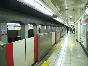 Minami-Asagaya Station - Image: Tokyo Metro M02 Minami asagaya station platform