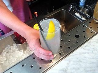 Tom Collins cocktail made from gin, lemon juice, sugar and carbonated water