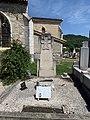 Tombe du pilote Lucien Dentresangle mort en service commandé en 1936 (cimetière de Miribel).jpg