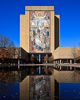 The Hesburgh Library, decorated by the Word of Life mural. Touchdown Jesus at Notre Dame.jpg