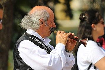 Musican turc joue avec zurna.jpg
