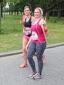 Twee vingers omhoog al rennend Ladiesrun 2015.jpg