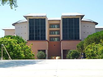 Science Library, another of the five central libraries maintained by UCI, is one of the largest consolidated science and medical libraries in the nation. UC Irvine, Science Library.JPG