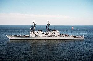 USS Comte de Grasse (DD-974) entering Naval Station Norfolk, Virginia (USA), on 23 March 1990 (6467711)