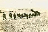 """soldati americani della """"spedizione punitiva"""" in marcia;  Foto del 1916"""