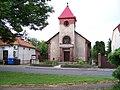 Uhříněves, Husovo náměstí 40, evangelický kostel.jpg