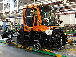English: Orange Unimog U400 on the assembly li...