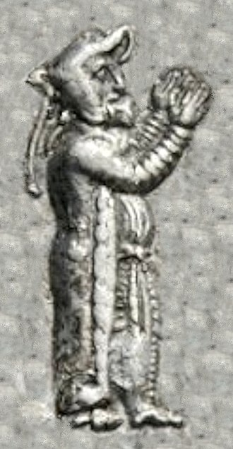 Frataraka - Vahbarz standing in prayer.