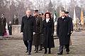 Vainagu nolikšana Rīgas Brāļu kapos (6334373180).jpg