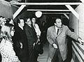 Valtionarkisto 1971. Lisärakennuksen harjannostajaiset 7.5.1971. Arkkitehti Olof Hansson esittelee. Kansallisarkisto. (2).jpg