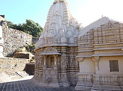 Vastupala Vihara Jain temple on Girnar hill, Gujarat, India.jpg