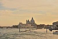 Venezia Tramonto punta della dogana e Basilica della Salute.jpg
