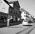 Verkeersagente in een straat in Schaffhausen, Bestanddeelnr 254-1805.jpg