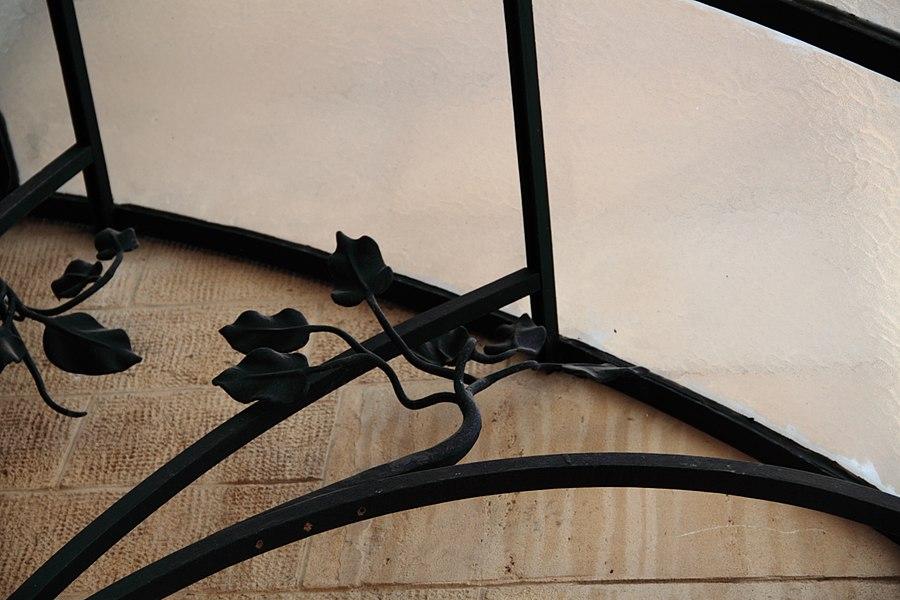 Détail de la verrerie à l'entrée de la villa Majorelle