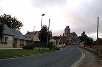 La mairie et le bourg de Vesly.