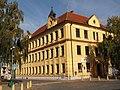 Veverská Bítýška, náměstí Na Městečku, základní škola.jpg