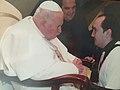 Vicente Montesinos con San Juan Pablo II en 2004.jpg
