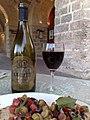 Vin rouge La Valette de la cave Marsovin et bruschetta maltese.jpg