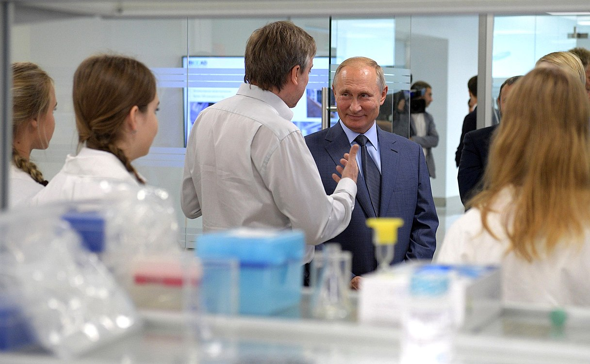 Vladimir Putin visited the Sirius Educational Centre (2018-09-01) 04.jpg