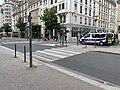 Voiture de police Avenue Berthelot (Lyon) en marge d'une manifestation des gilets jaunes.jpg