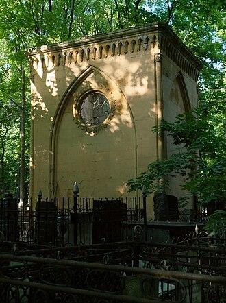 Vvedenskoye Cemetery - Image: Vvedenskoye Gothic crypt 06