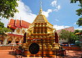 Wat Phan On 01 chedi and wihan.JPG