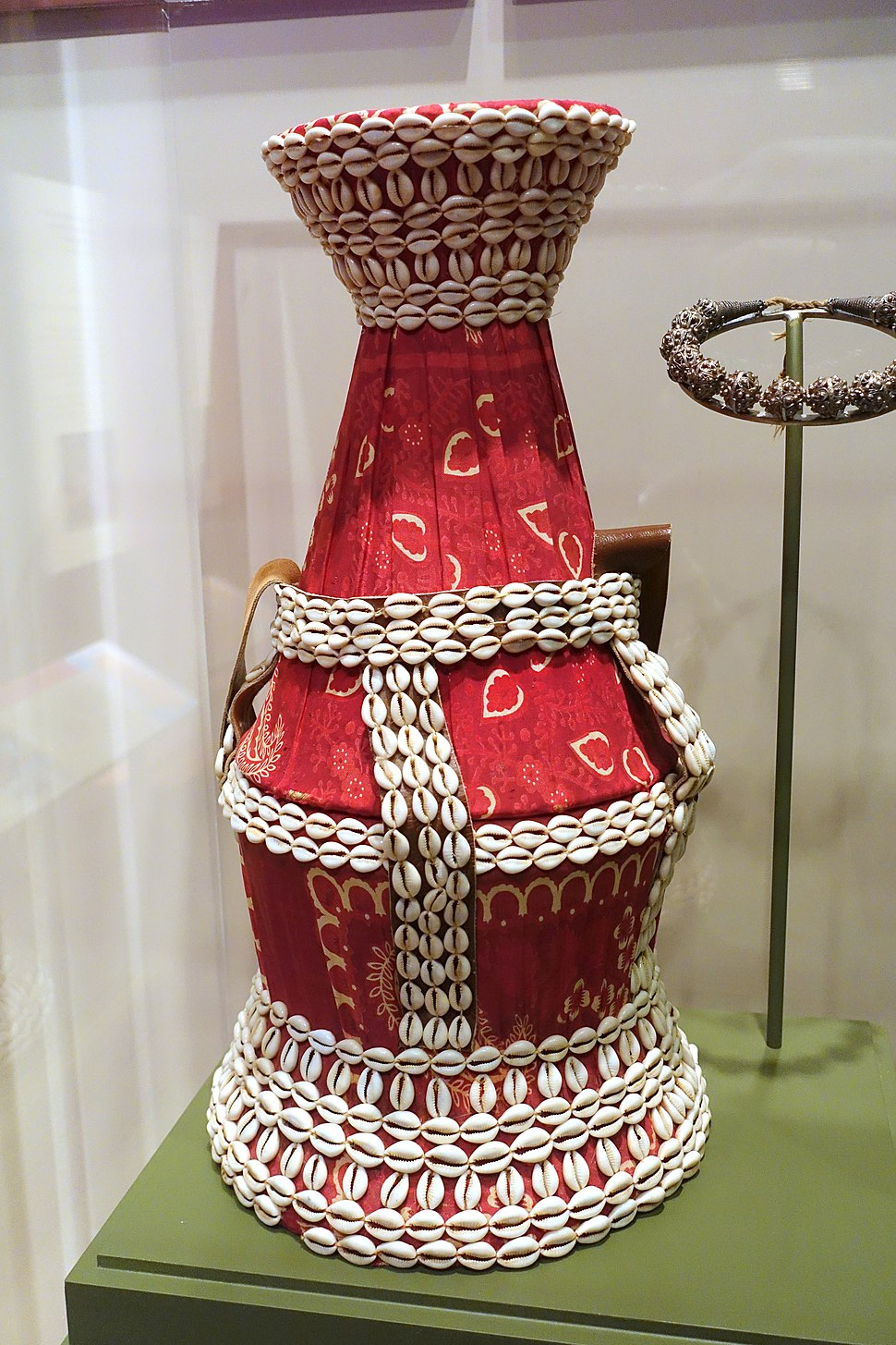 Wedding basket, Somali people, Somalia, 20th century, fiber, cloth, cowrie shells - National Museum of Natural History, United States - DSC00483