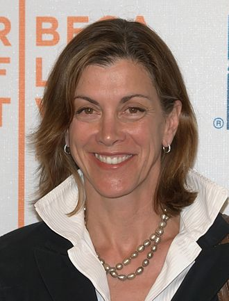 Upturned collar - Actress Wendie Malick with collar up at the premiere of one of her movies in 2009