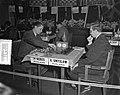 Wereldschaaktoernooi Euwe met gong. Partij Xeres tegen Smyslov, Bestanddeelnr 907-7126.jpg