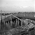 Wieringermeer. Bij Medemblik werden hulpgemalen ingezet (voorjaar 1945) om de Wi, Bestanddeelnr 901-1841.jpg