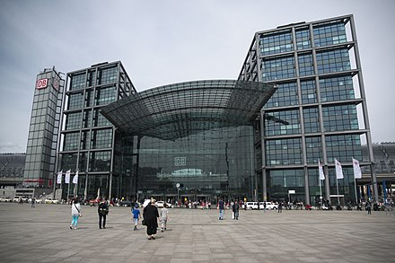 Berlin Hauptbahnhof is the largest grade-separated railway station in Europe. Wikimedia Conference 2015 photo by Pine - 4.jpg