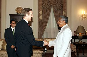President of Singapore - President S. R. Nathan receiving United States Secretary of Defense William Cohen at the Istana