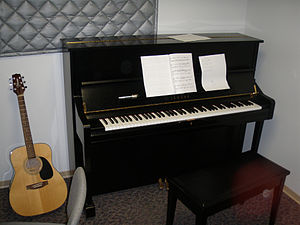 English: yamaha upright piano