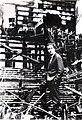 Zé Celso em meio aos escombros do Teatro Novos Comediantes (1966).jpg
