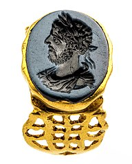 golden signet ring with portrait of Commodus in nicolo
