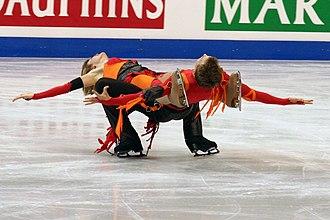 Cantilever (figure skating) - Image: Zoe Blanc & Pierre Loup Bouquet Sl Li 2009 Worlds