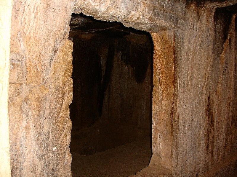 File:Zoroastrianism Tomb Sulaymaniyah province 24.JPG