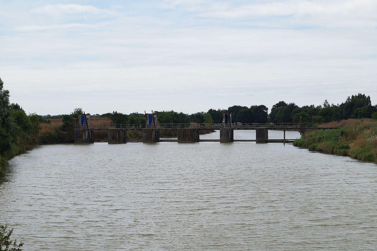 file 201 cluse sur le lay au port de moricq 201 duarel 27 juillet 2016 jpg wikimedia commons
