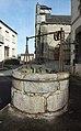Église Saint-Avit de Saint-Avit (Puy-de-Dôme) et puits.jpg
