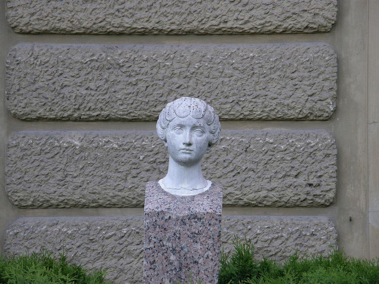 Łańcut palace - young women head.jpg